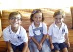 """""""Los hermanos Mullor; Dario, Guillem y Emma, sonrientes preparados para iniciar el nuevo curso escolar 2016-2017"""""""